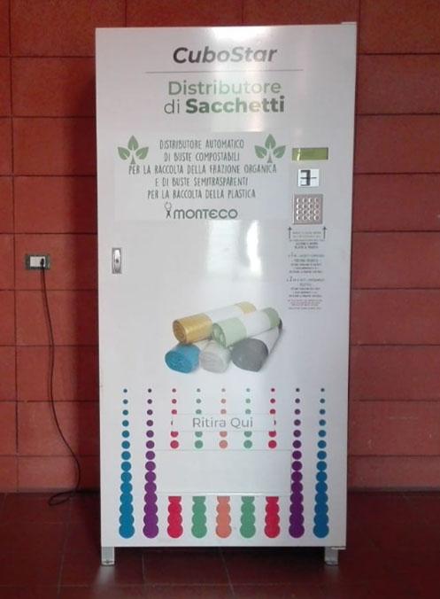 Lecce, parte il primo distributore automatico di buste per la differenziata di organico e plastica